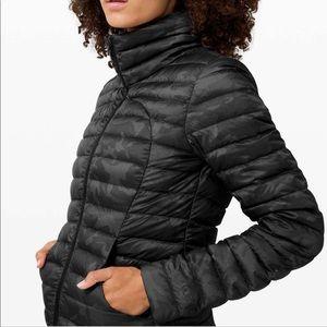 lulu pack it down jacket NWT -6- black camo